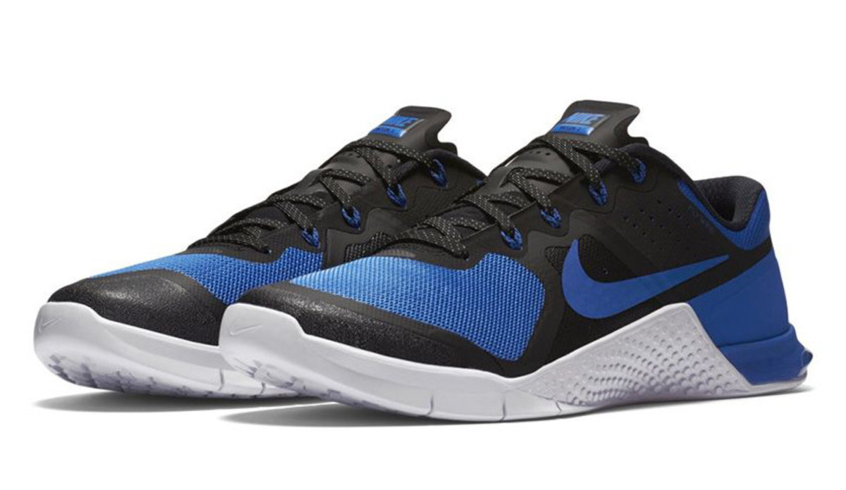 the nike metcon 2 amp x arrives in black and blue. Black Bedroom Furniture Sets. Home Design Ideas