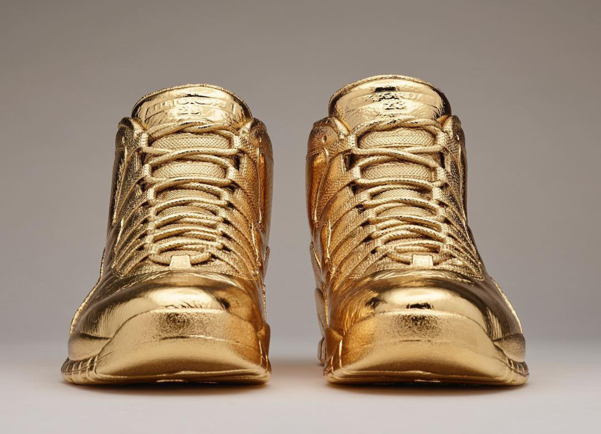 air-jordan-10-ovo-solid-gold-02.jpg