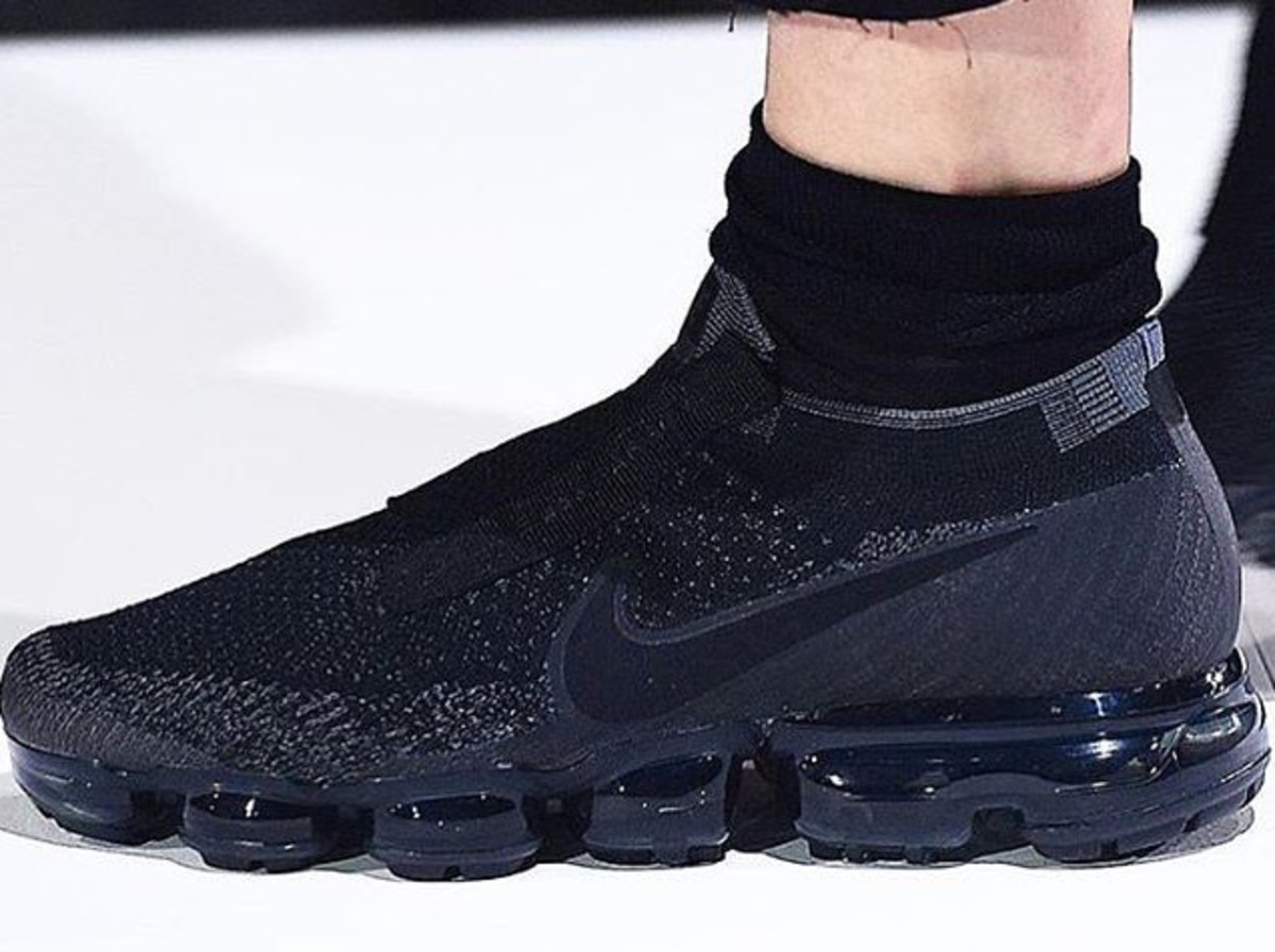 la meilleure attitude 3bfd3 f5048 A First Look at the COMME des GARÇONS x Nike Air VaporMax ...