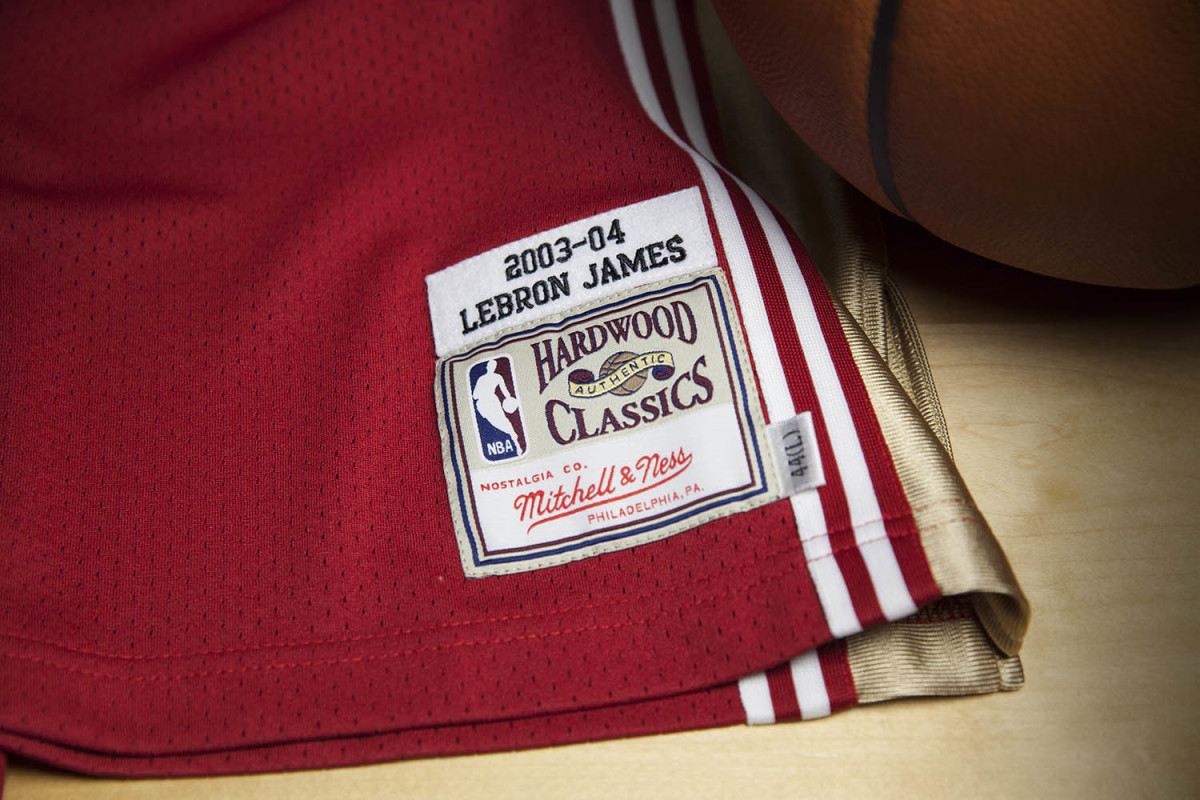 mitchell-and-ness-lebron-james-rookie-jersey-02.jpg