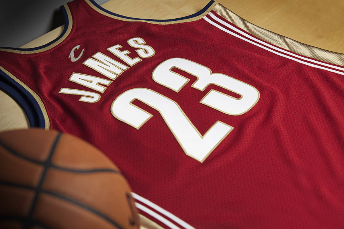mitchell-and-ness-lebron-james-rookie-jersey-04.jpg