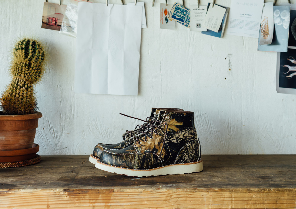 red-wing-8884-camo-moc-toe-boot-04.jpg