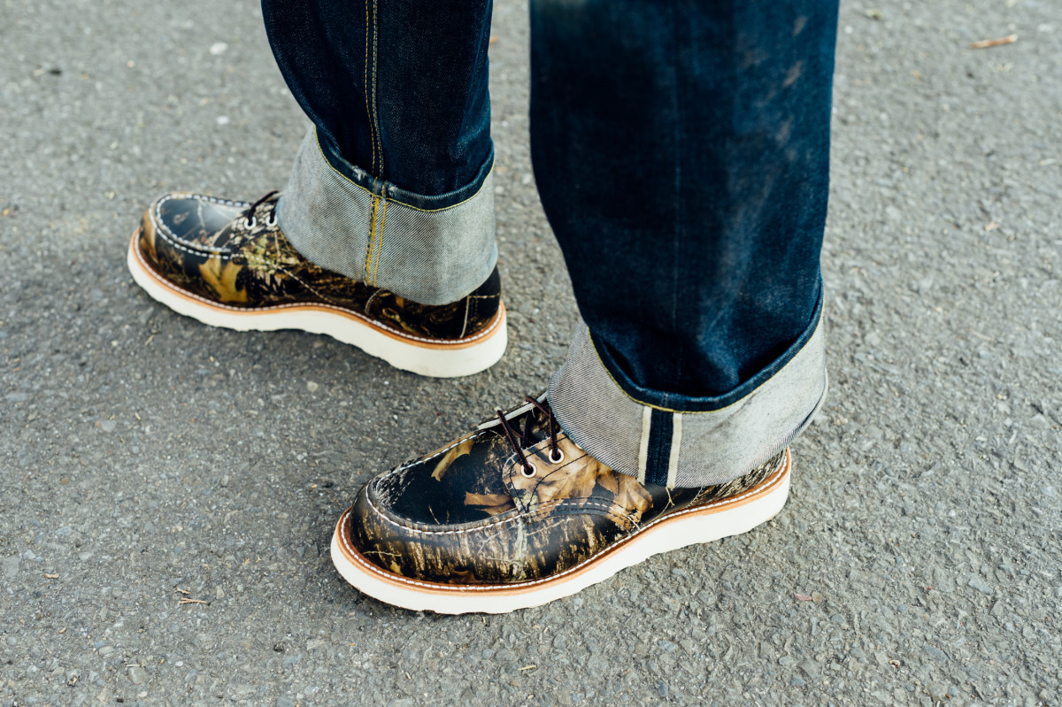 red-wing-8884-camo-moc-toe-boot-01.jpg
