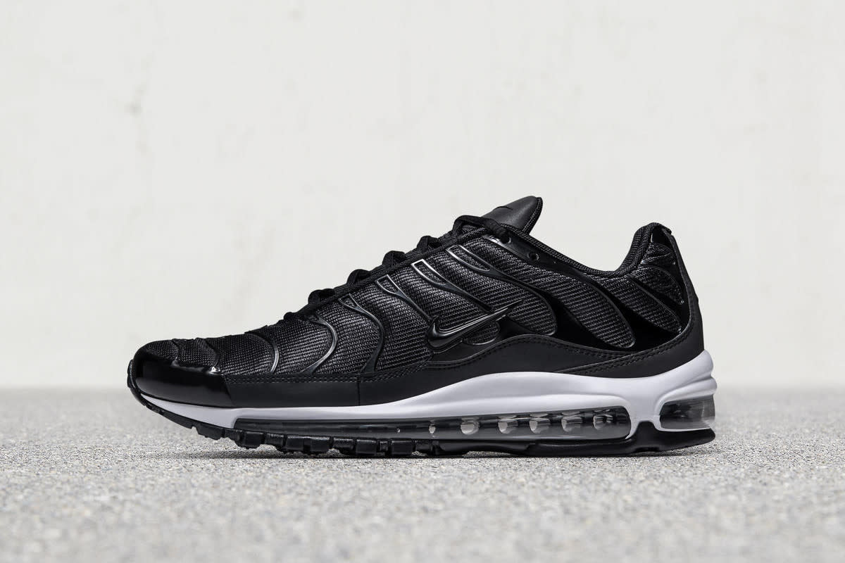 188b42af8177 Nike Fuses the Upper of the Air Max Plus With the Sole of the Air ...
