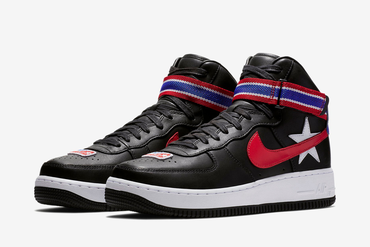 chaussures de sport 04d1c 1e7cb A Detailed Look at the Riccardo Tisci x NikeLab Air Force 1 ...