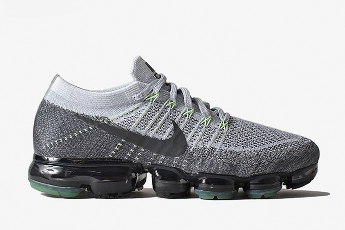 the nike air vapormax is arriving in a beloved archival. Black Bedroom Furniture Sets. Home Design Ideas