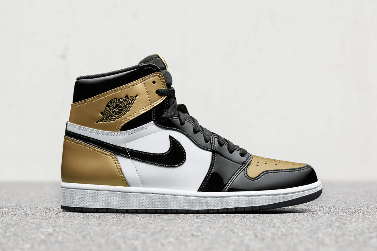 air-jordan-1-top-three-gold-02