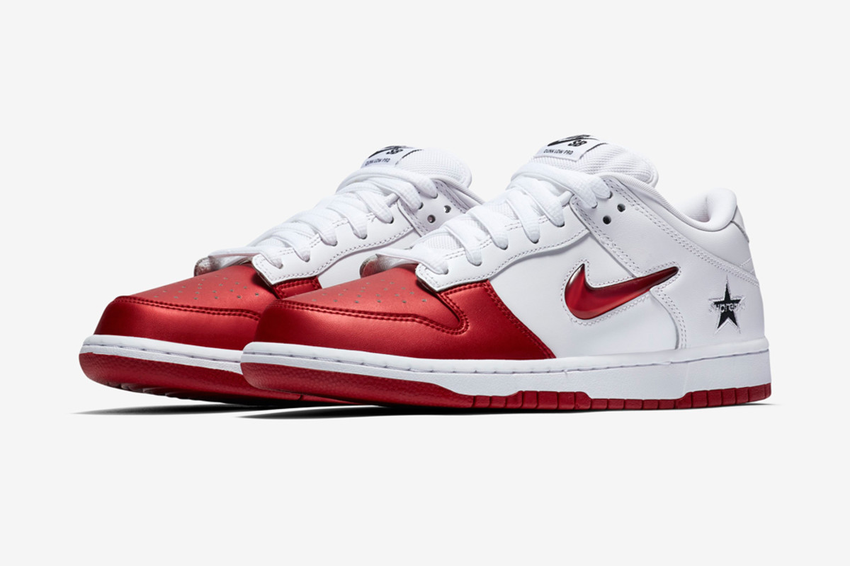 the latest 5152f 07992 Supreme x Nike SB Dunk Low SNKRS Release Info - Freshness Mag