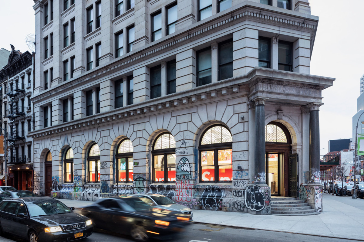 supreme-spring-summer-2019-190-bowery-relocation-pop-up-2