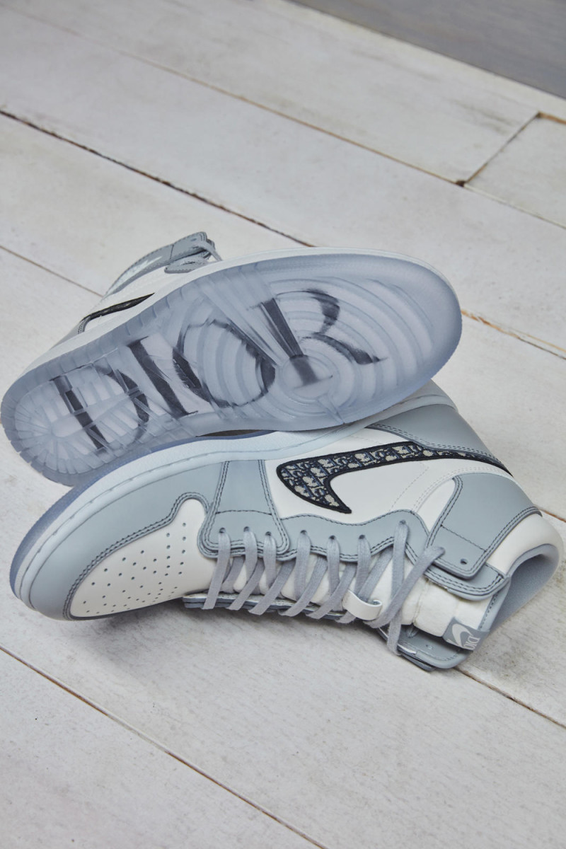 dior-air-jordan-1-collection-postponed-1